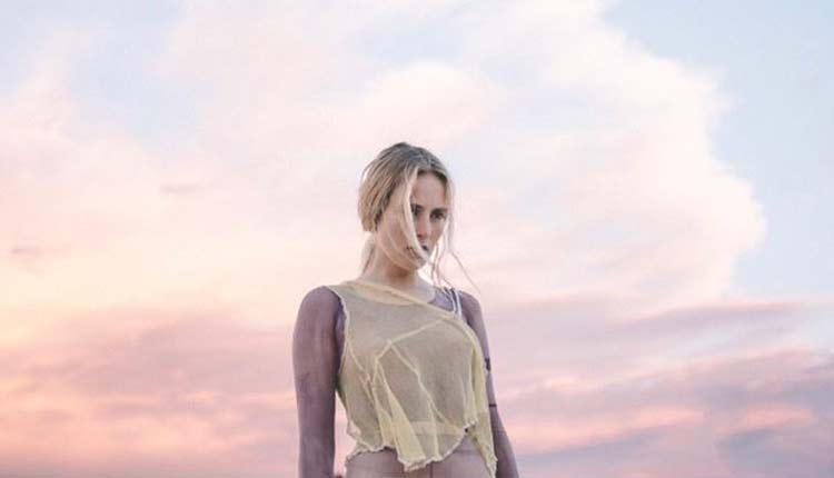 Primer single de María Escarmiento