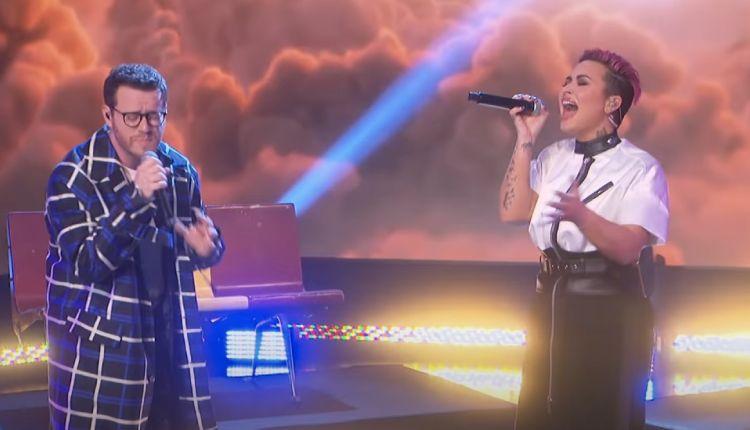 Actuación de Demi Lovato y Sam Fisher
