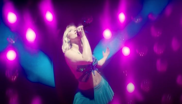 Actuación de Zara Larsson