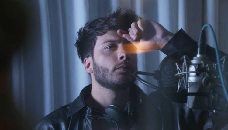Blas Cantó estrena la versión en inglés del tema 'Voy a quedarme'  — Álvaro