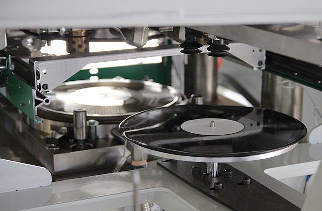 vinyl-pressing-03-867d8179